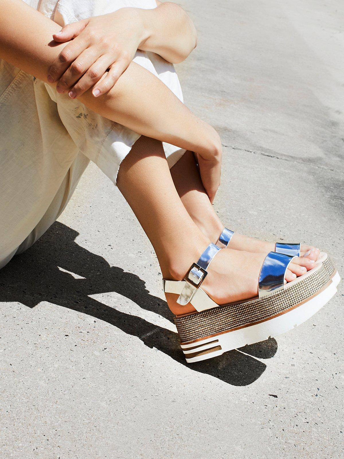 Mellow Flatform Sandal