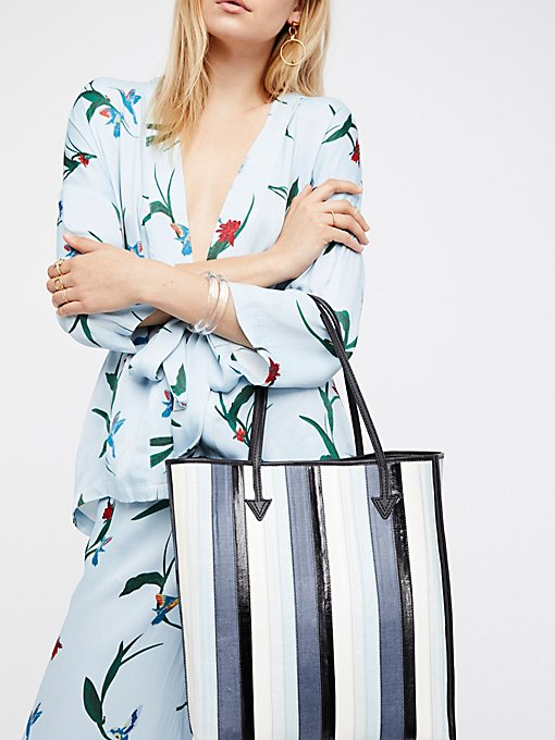 Product Image: 条纹人造革手提包
