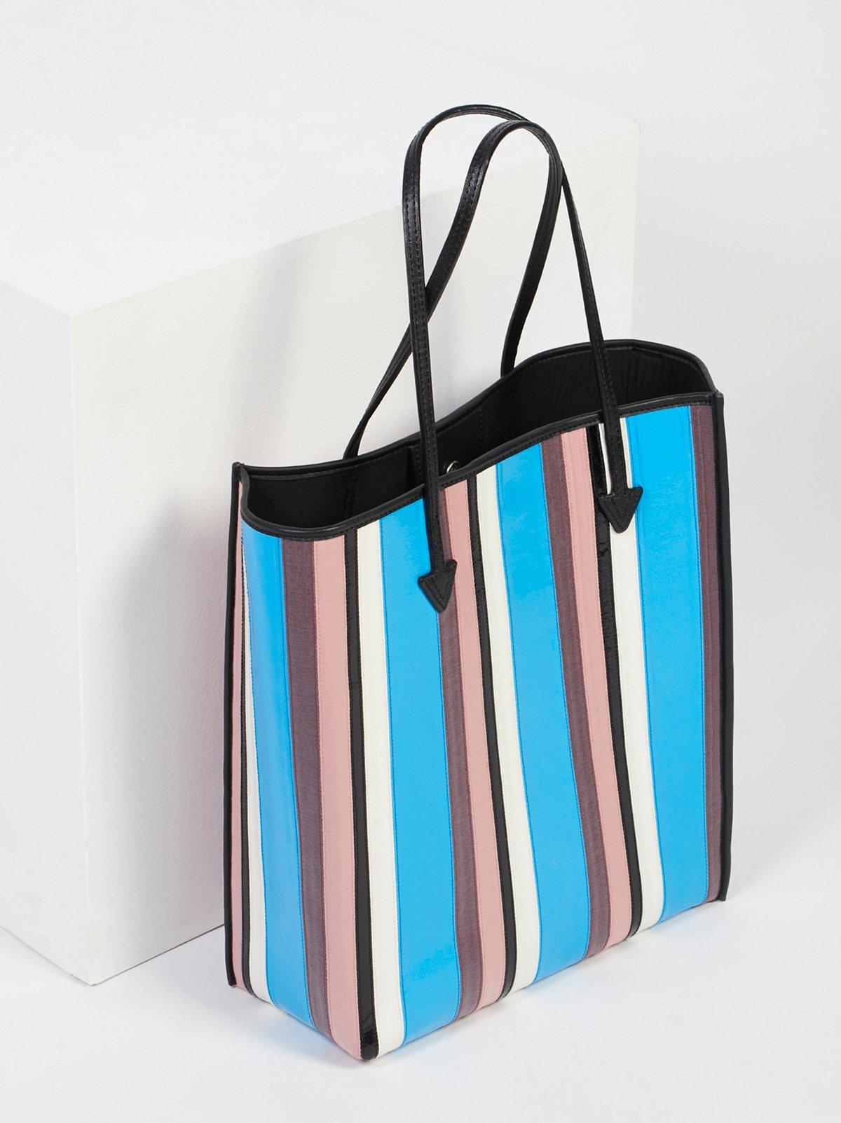 条纹人造革手提包