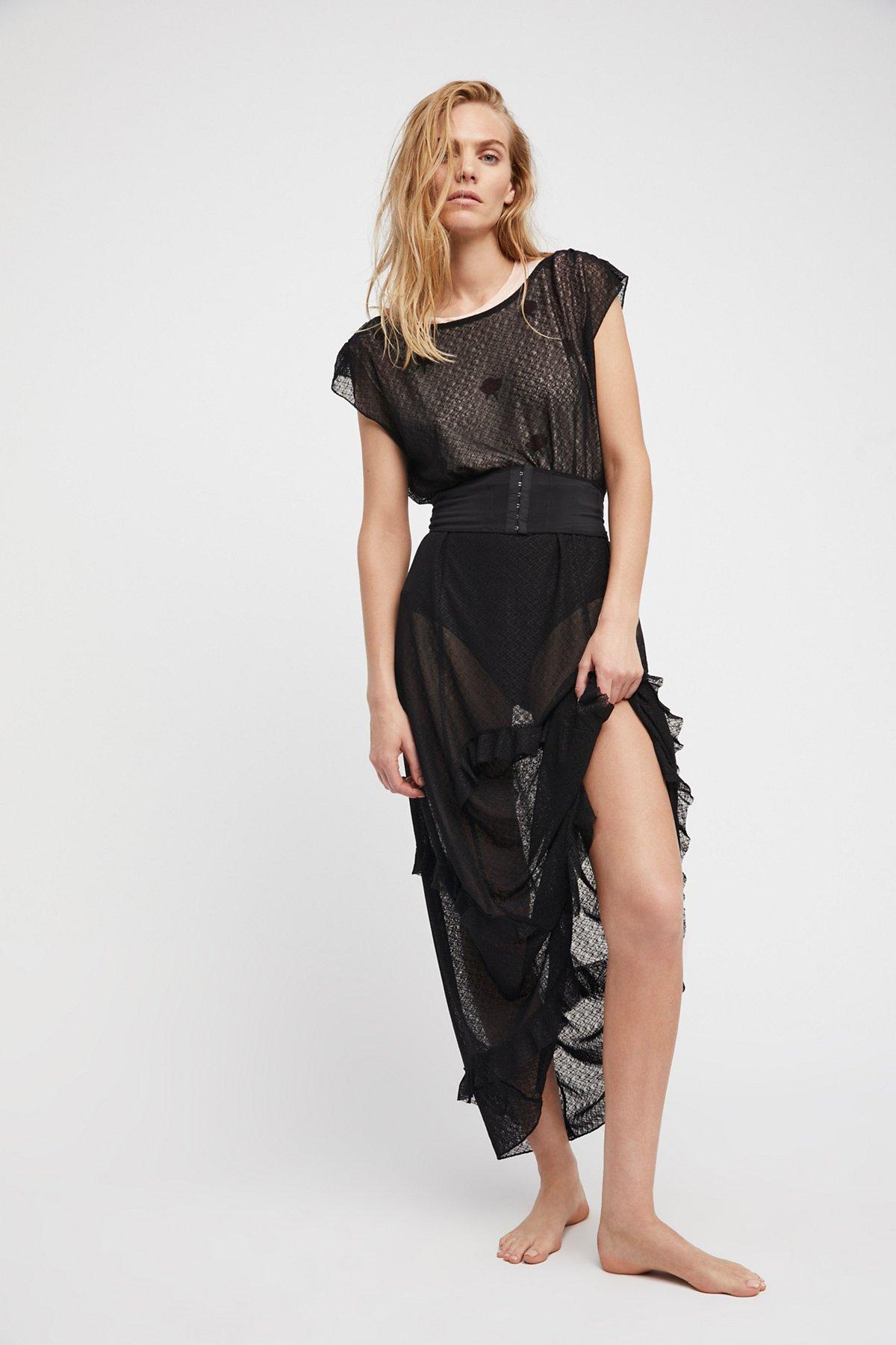 Corset Is,长衬裙