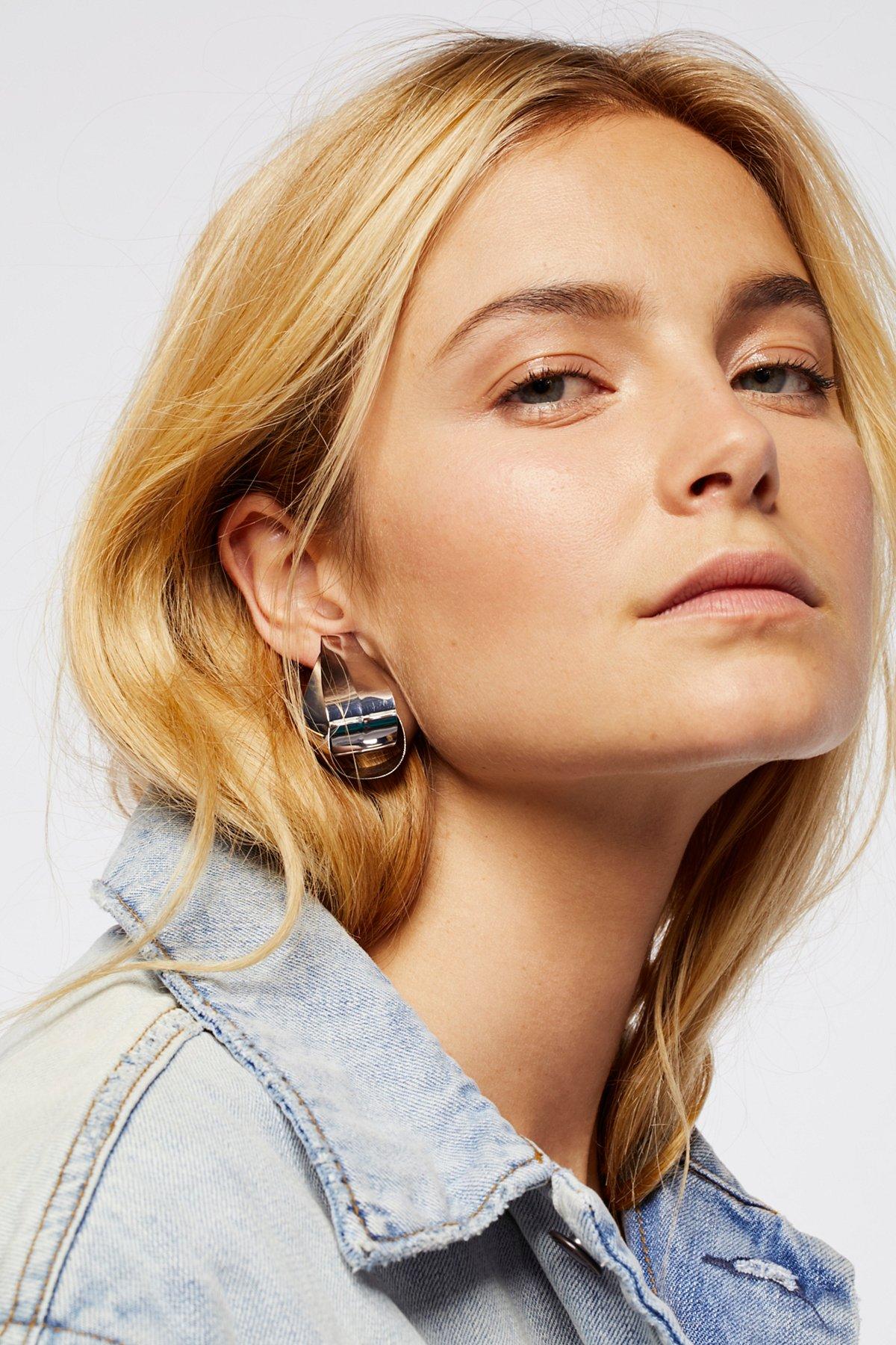 光滑扭结金属耳环