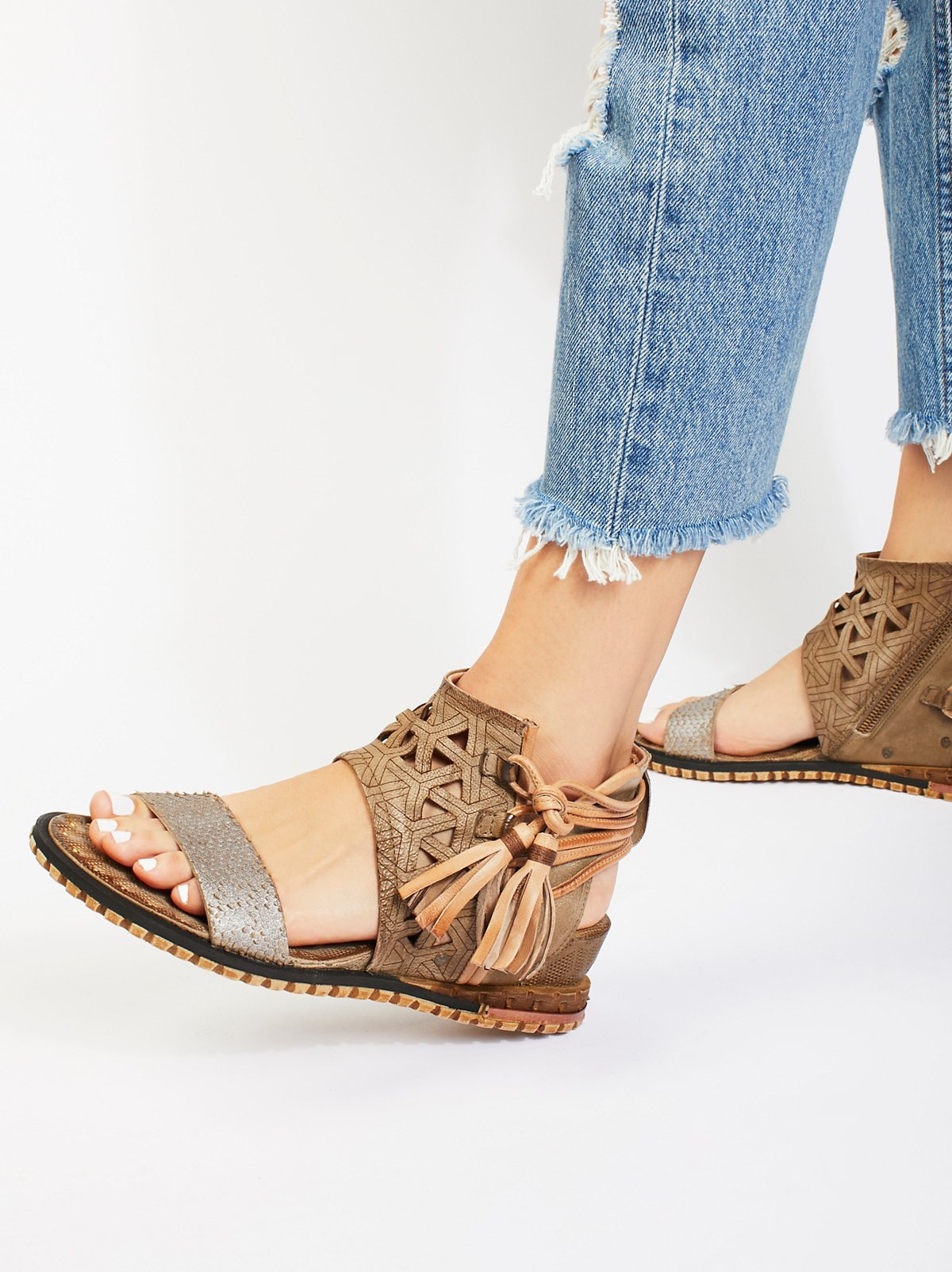 Petrona Mini Wedge Sandal