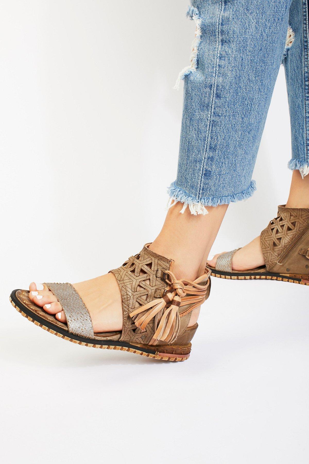 Petrona Mini Wedge Sandal