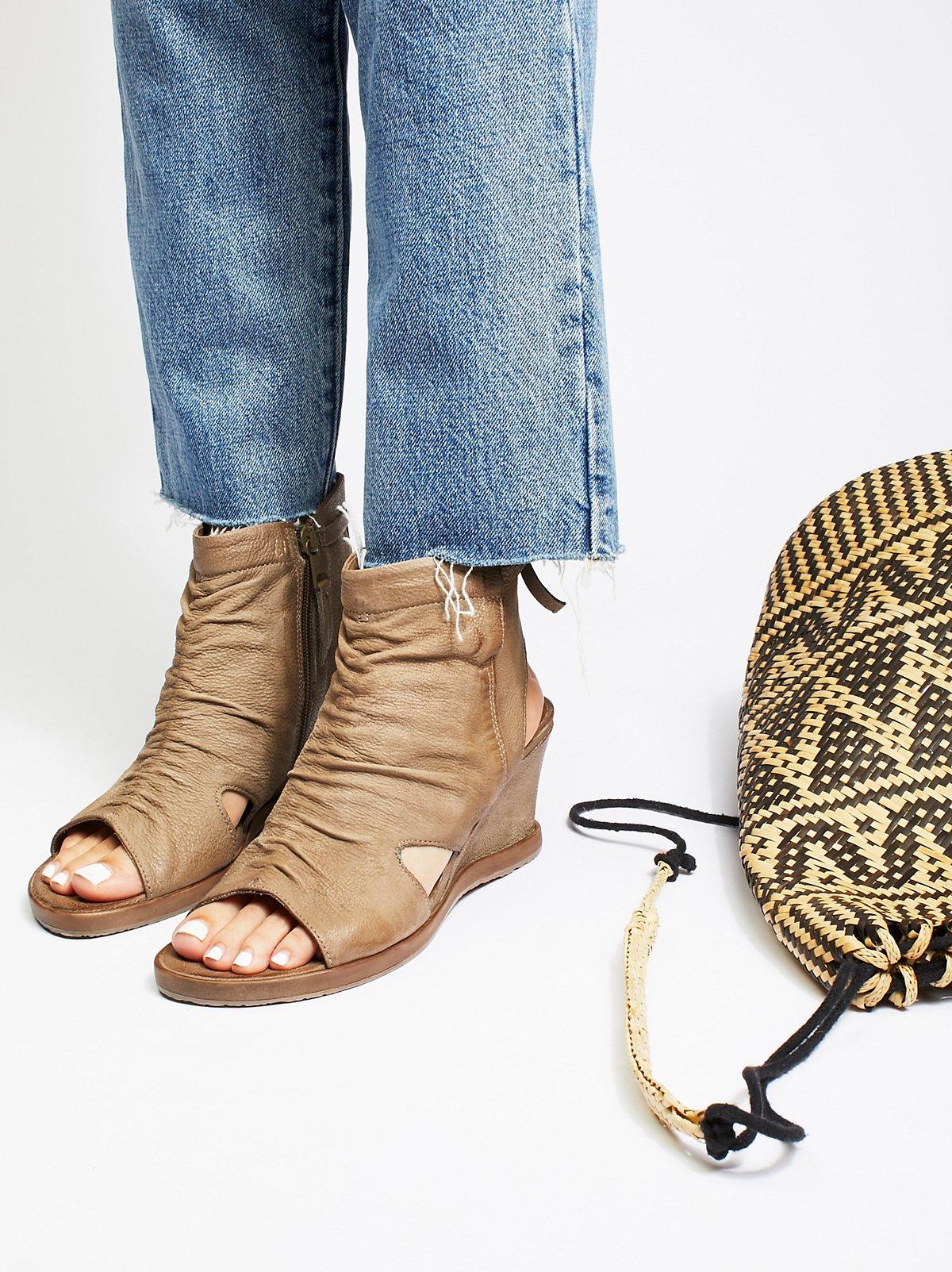 Becca坡跟鞋