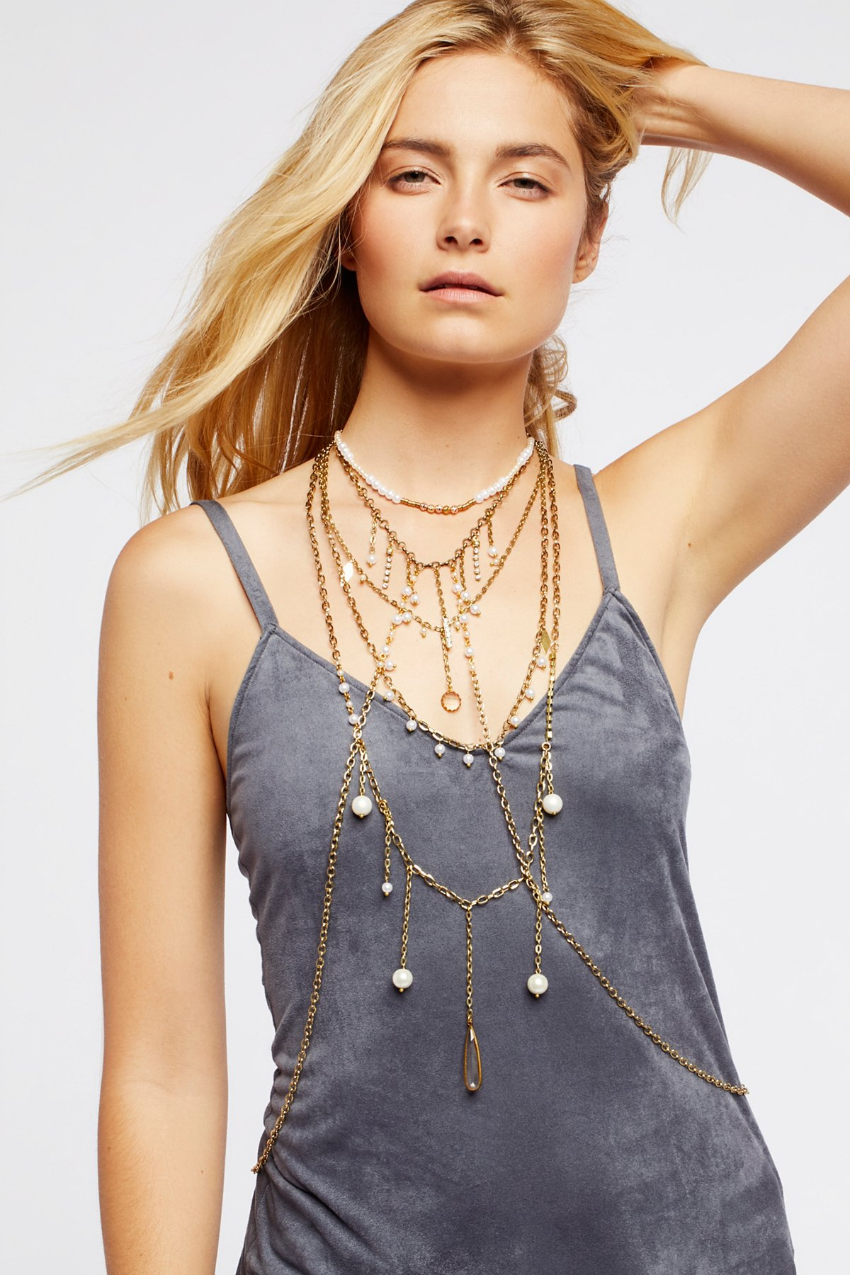 Dripping in Pearls项链