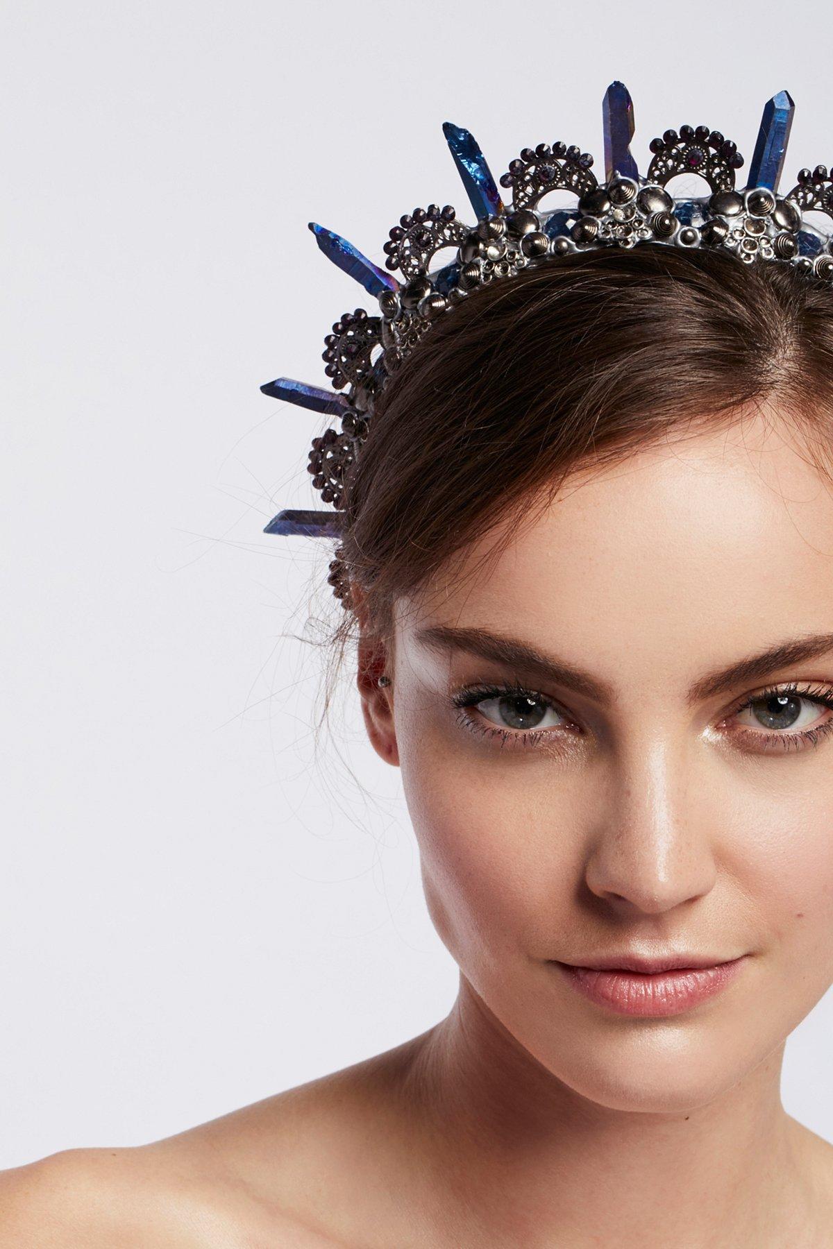 Minerva Crown