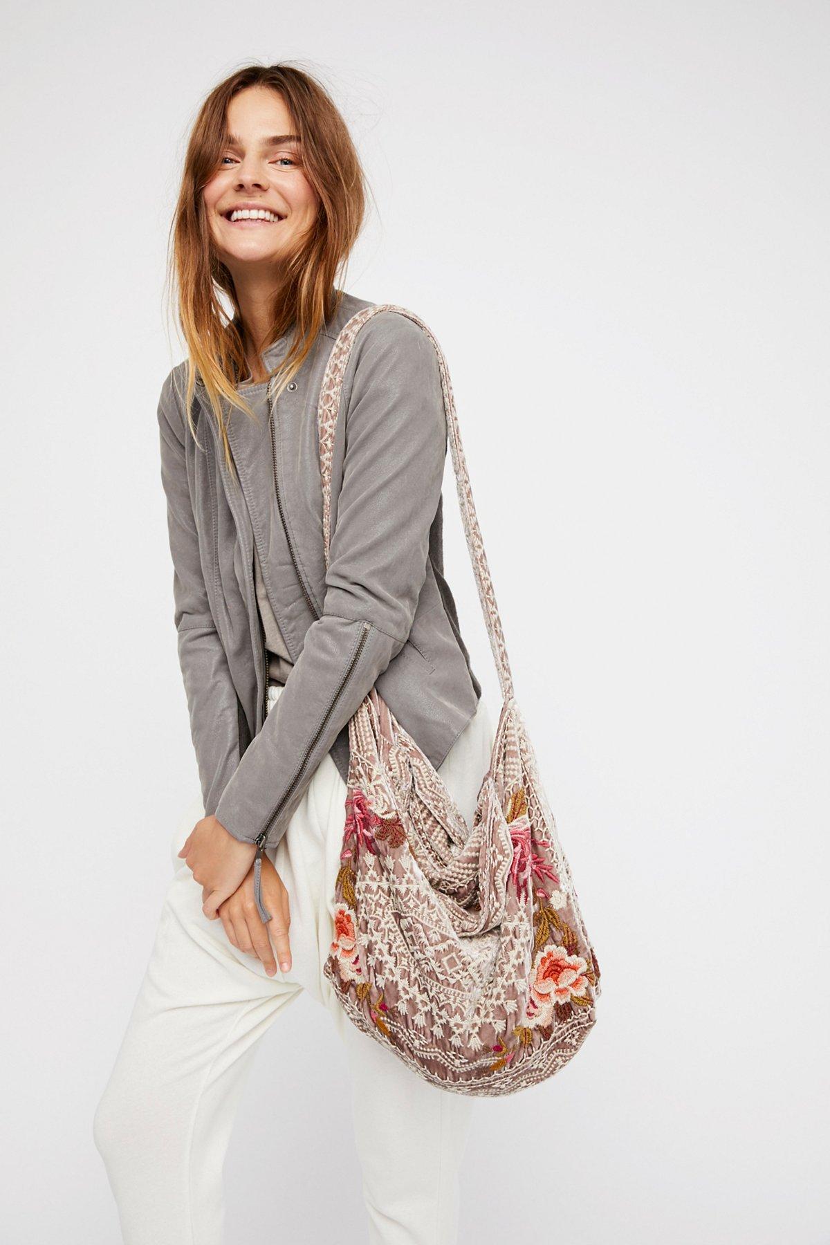 天鹅绒花朵手提包