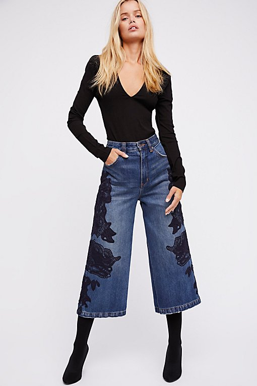 Product Image: 蕾丝七分喇叭裤