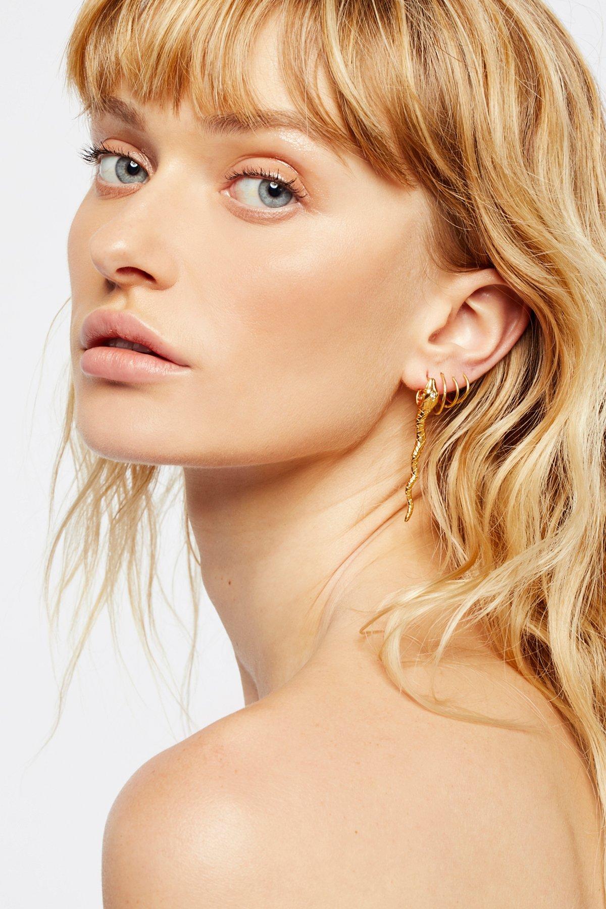 蛇形钻石耳环