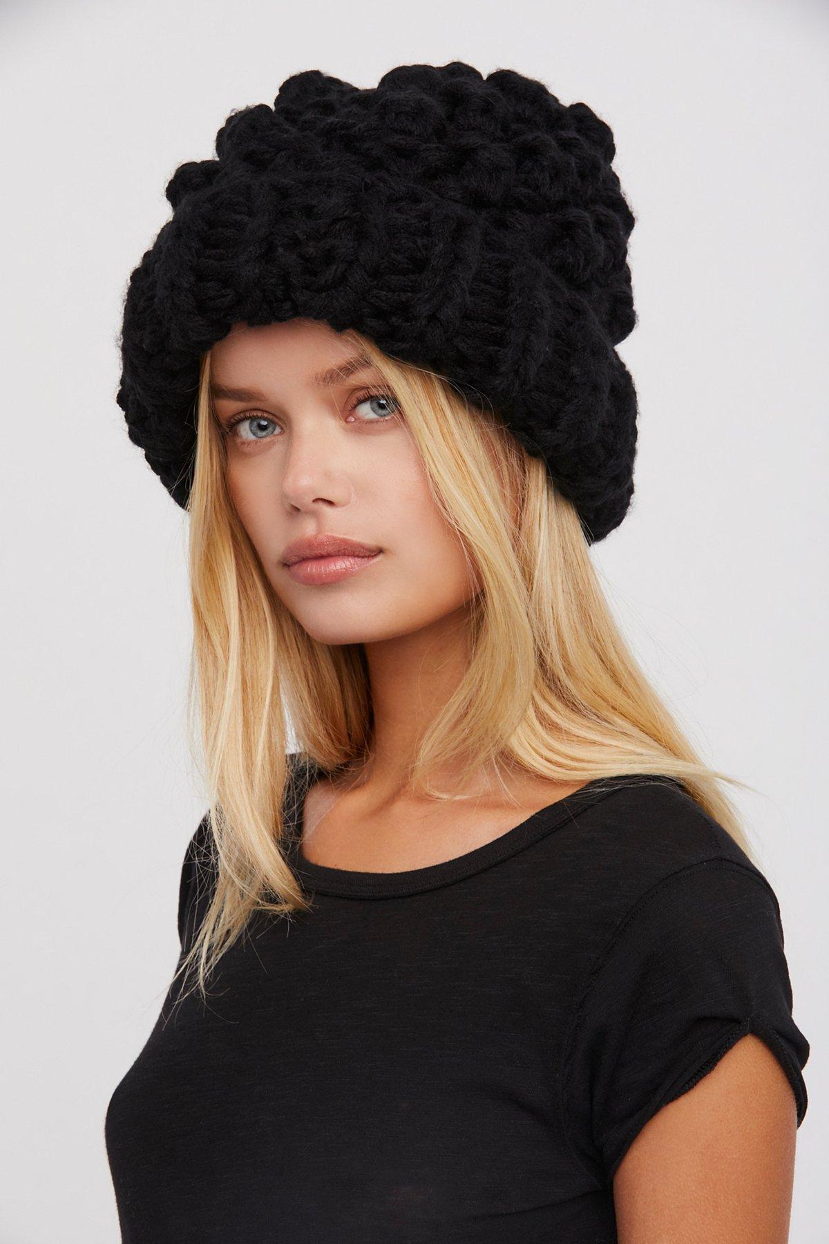 粗线针织绒球帽