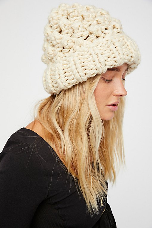 Product Image: 粗线针织绒球帽
