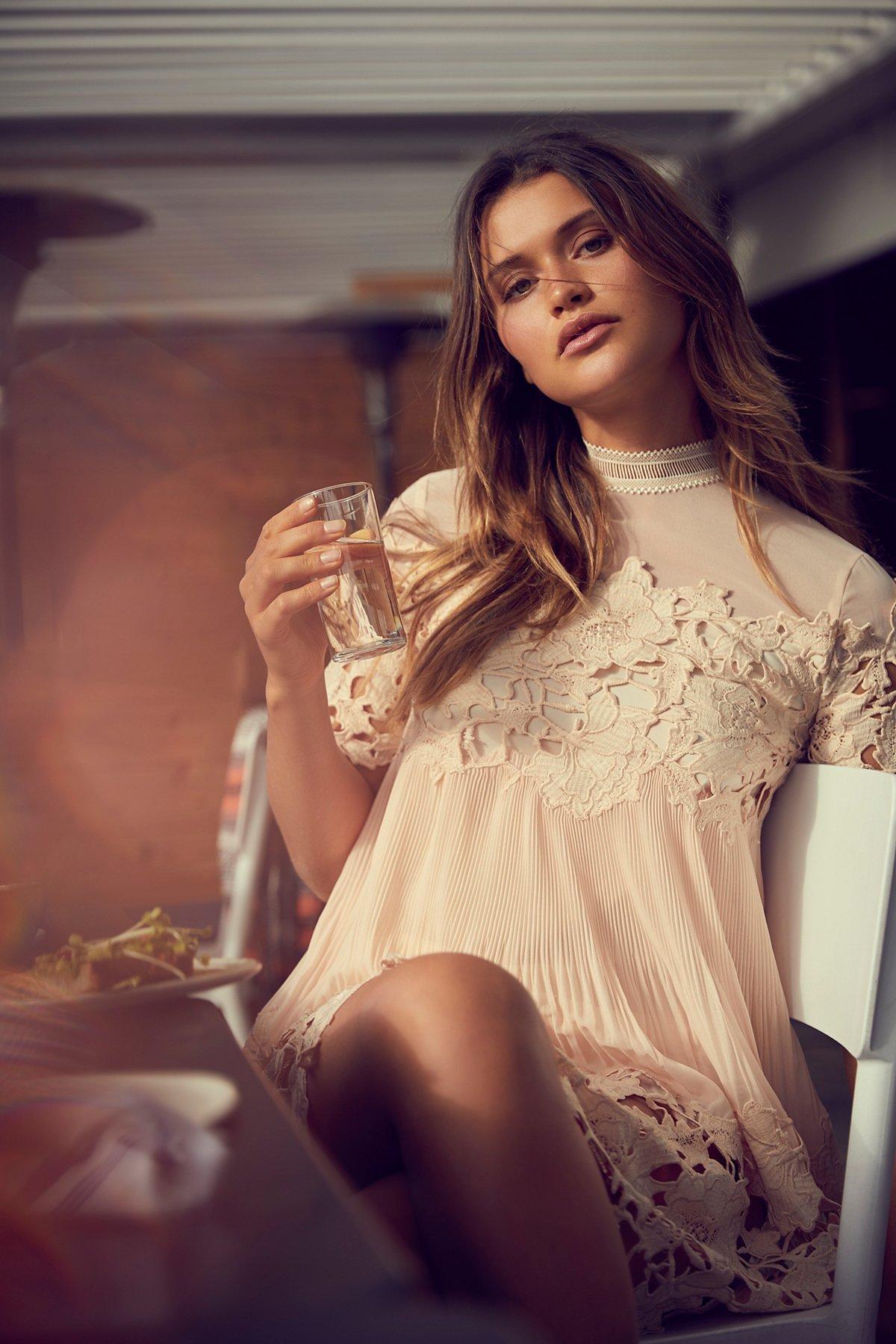 Hollie蕾丝超短连衣裙