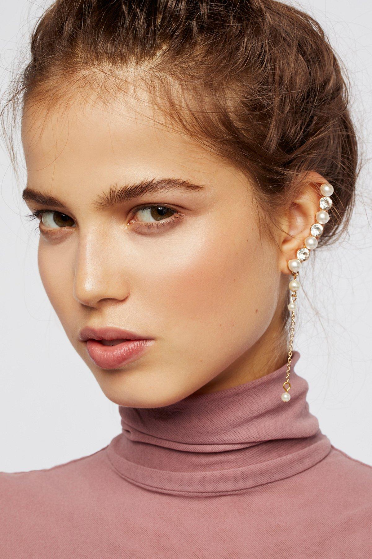 Linear Pearl Drop Ear Cuff